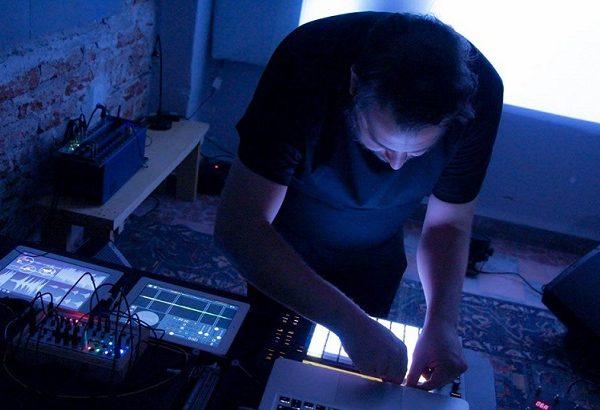 Julian Gomez presenta su EP Palmas